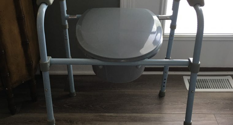 3 in 1 Bedside Commode/Shower Chair