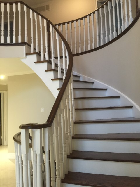 Foyer – traditional staircase