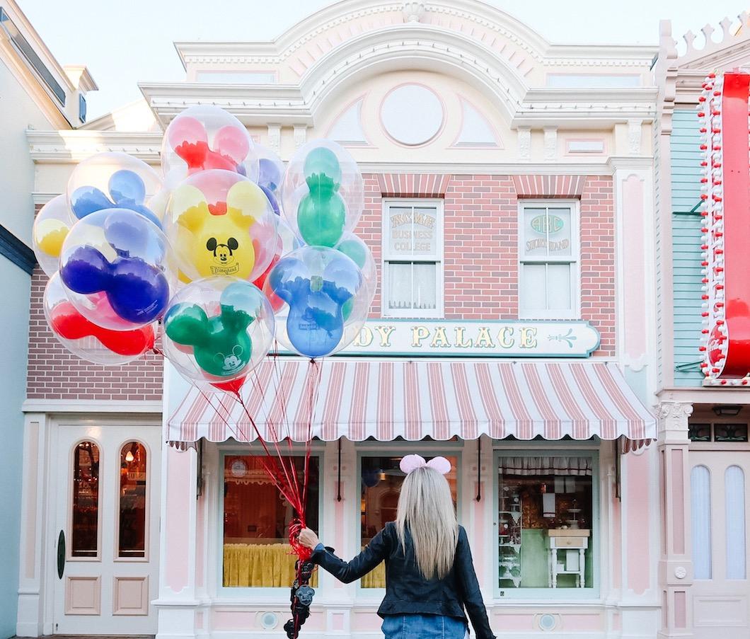 Dinsleyand_Candy_Palace