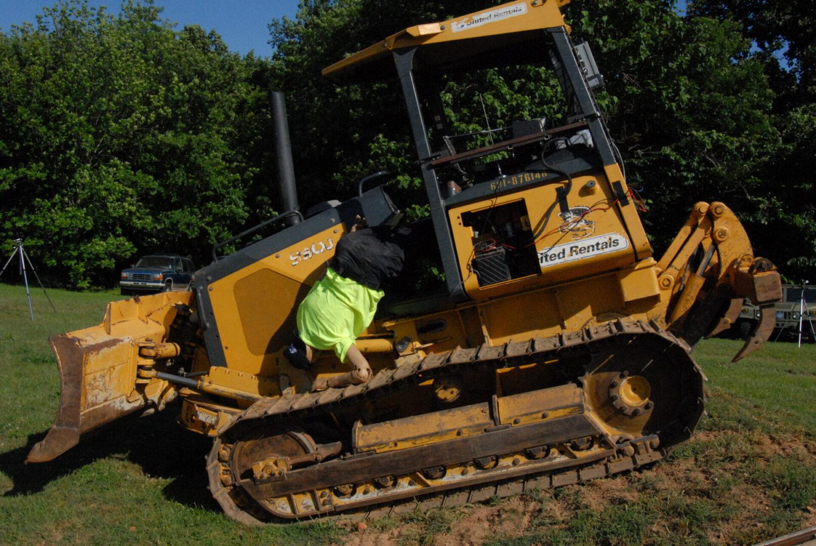 Bulldozer_20120709-550J-98