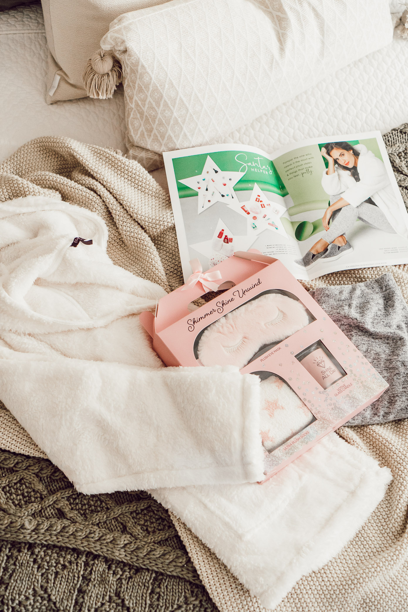 Homebody Gift Guide with Versona featured on Louella Reese Blog
