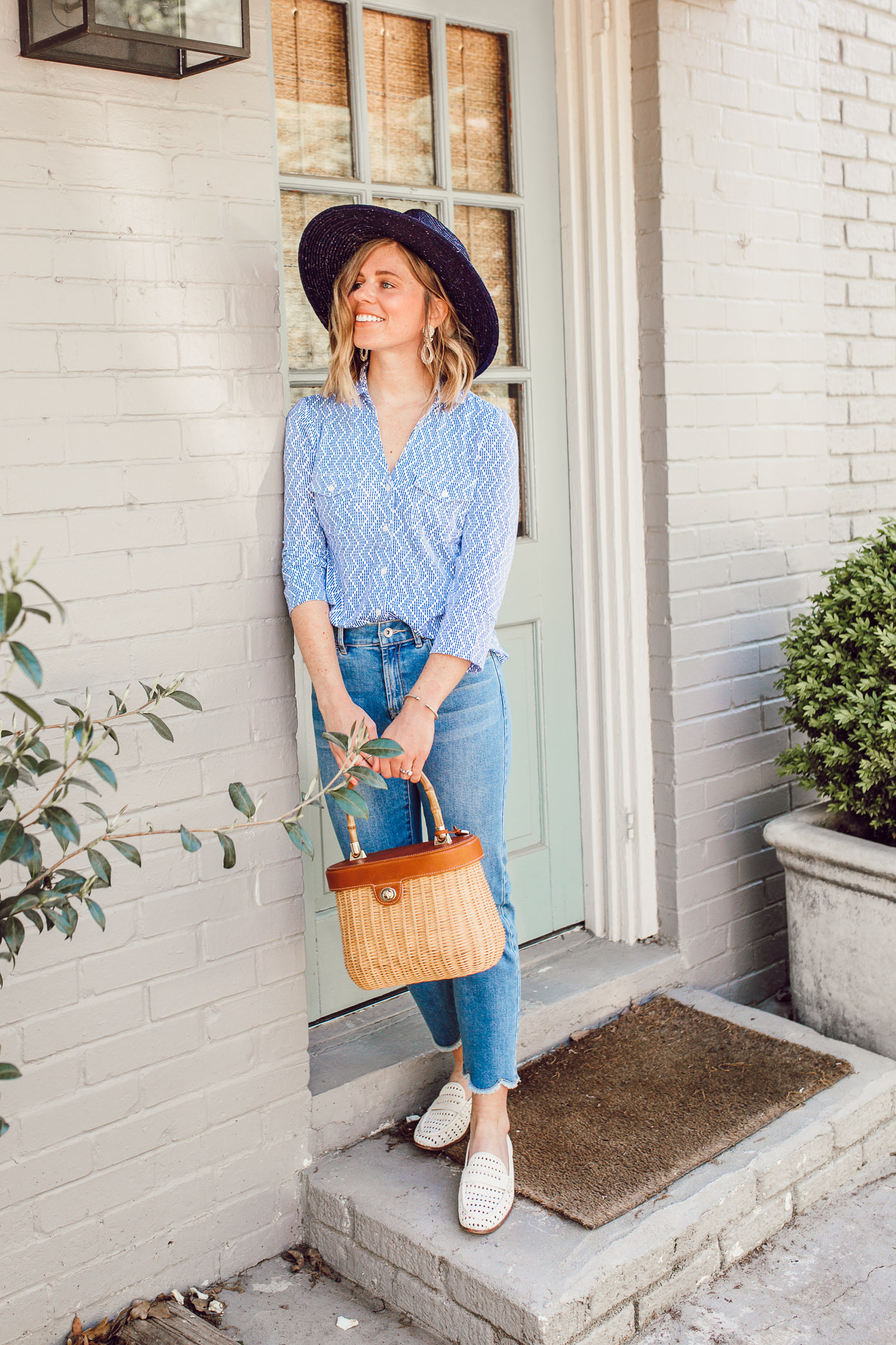 A casual blue and white outfit you need to try   Scalloped Hem Jeans   Louella Reese