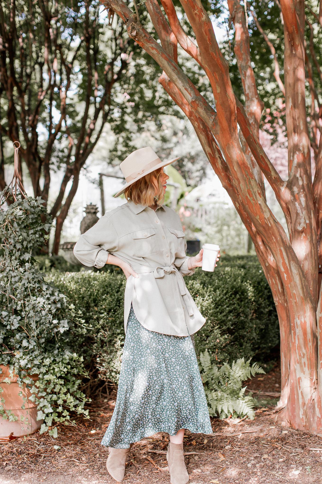 Feminine casual fall outfit idea | Louella Reese
