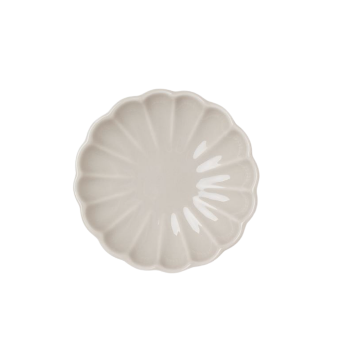 scallop porcelain plate   Louella Reese Friday Five No. 20