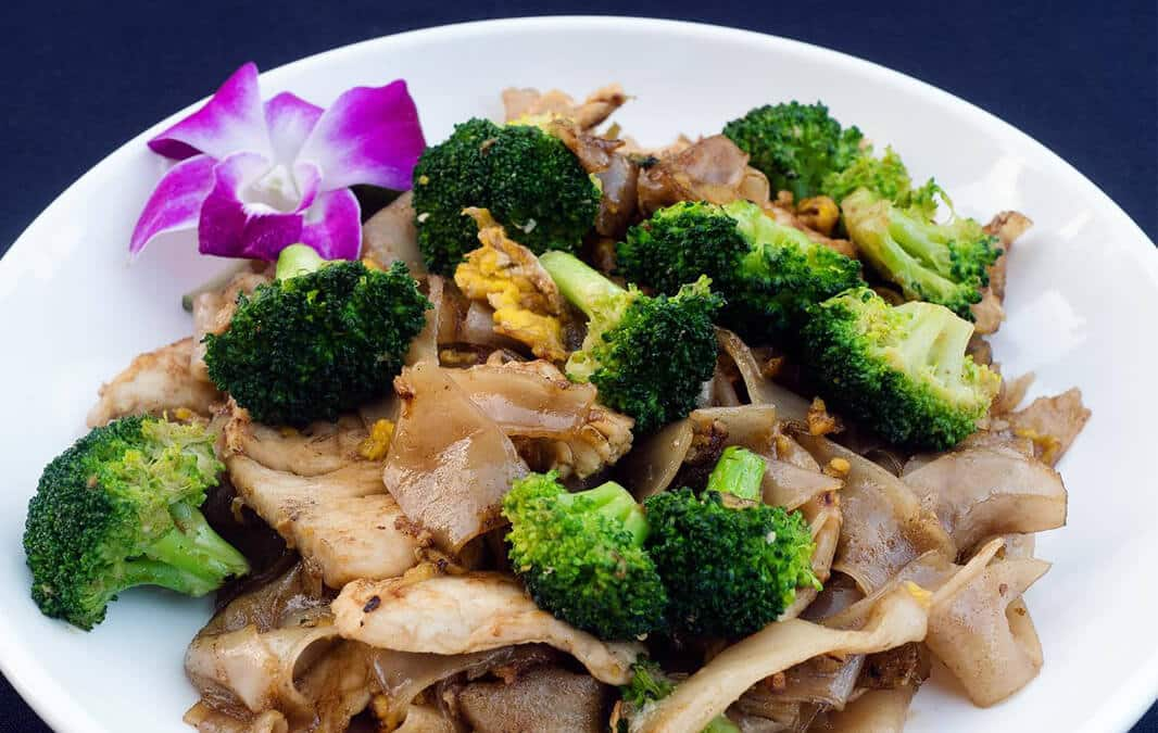 Plate of Pad See Ew