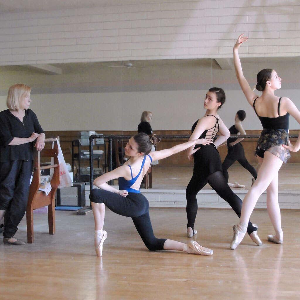 three_dancers