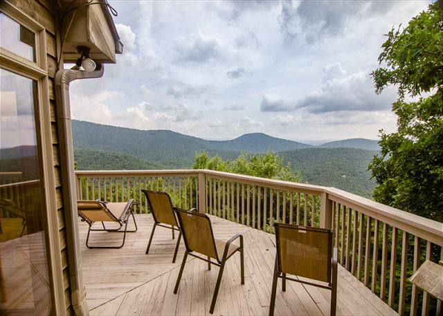 Big Canoe Mountain Home Rental - Dawsonville