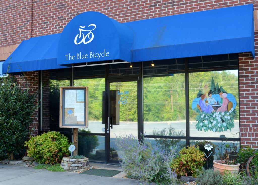 https://lakelanier.com/2015/09/the-blue-bicycle-bistro-the-awesome-grill-in-dawsonville/