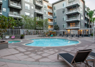 apartment complex in anaheim with swimming pool and lounge chairs