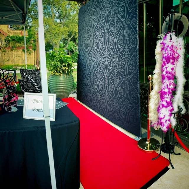 red carpet stanchions