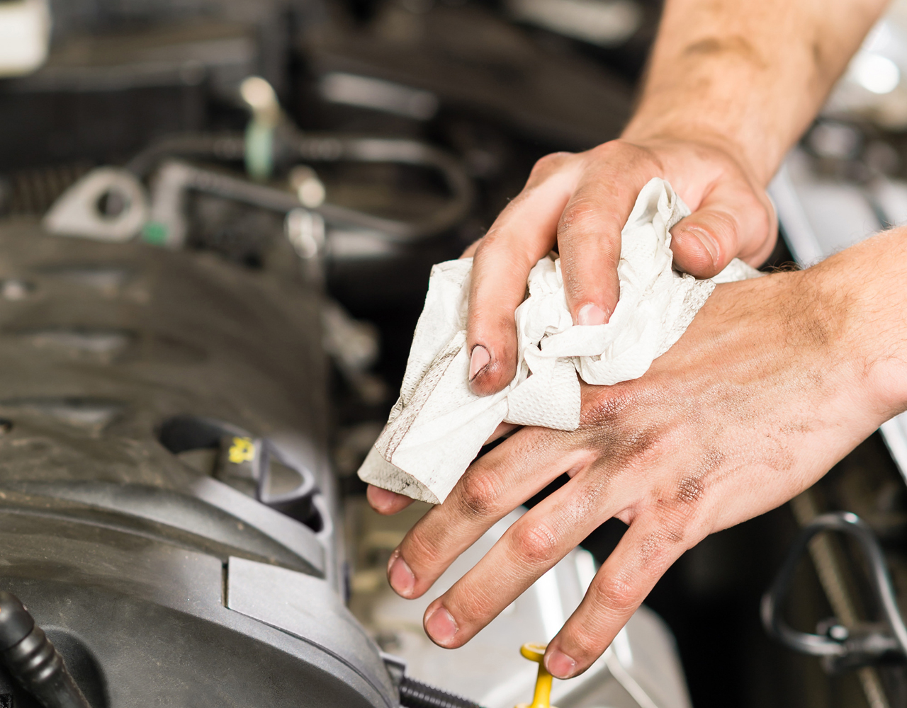 car-mechanic-wiping-his-dirty-hands