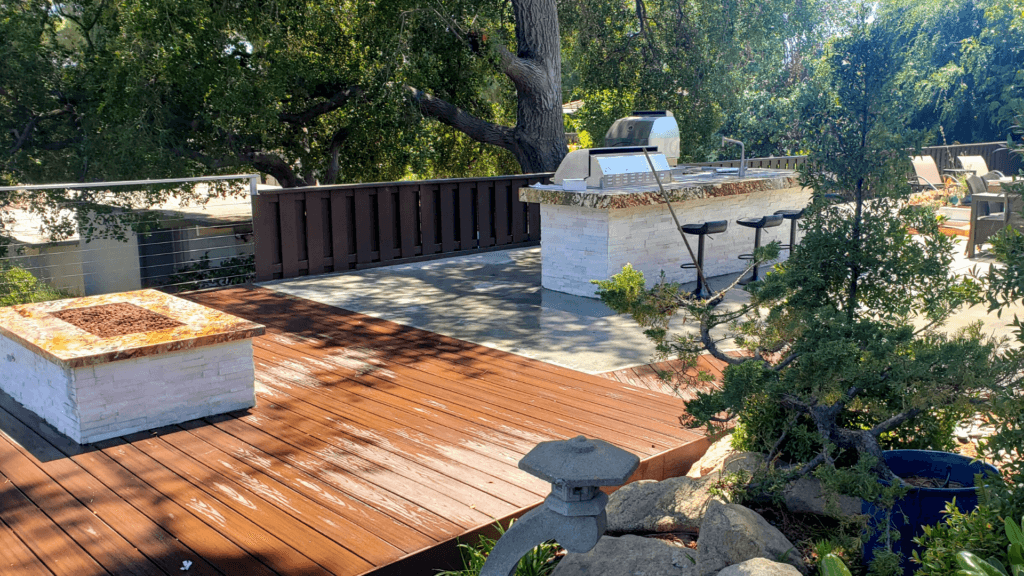 Deck-and-Fire-Pit-Bcakyard-Los-Angeles