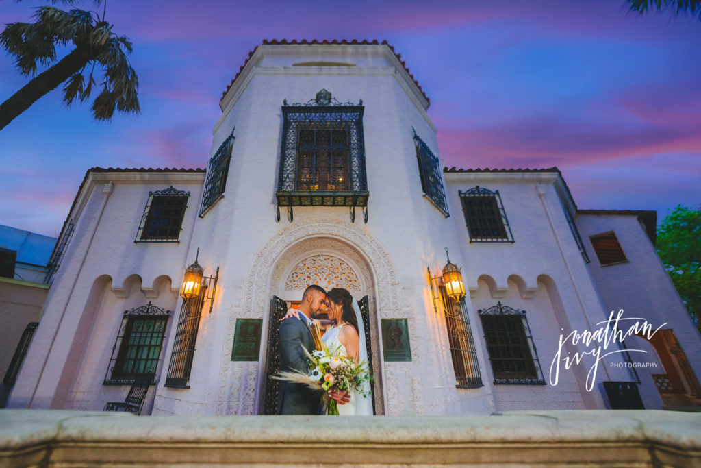 san antonio tour of venues south texas event professionals, wedding couple portrait at the mcnay art museum photo by jonathon ivy photography