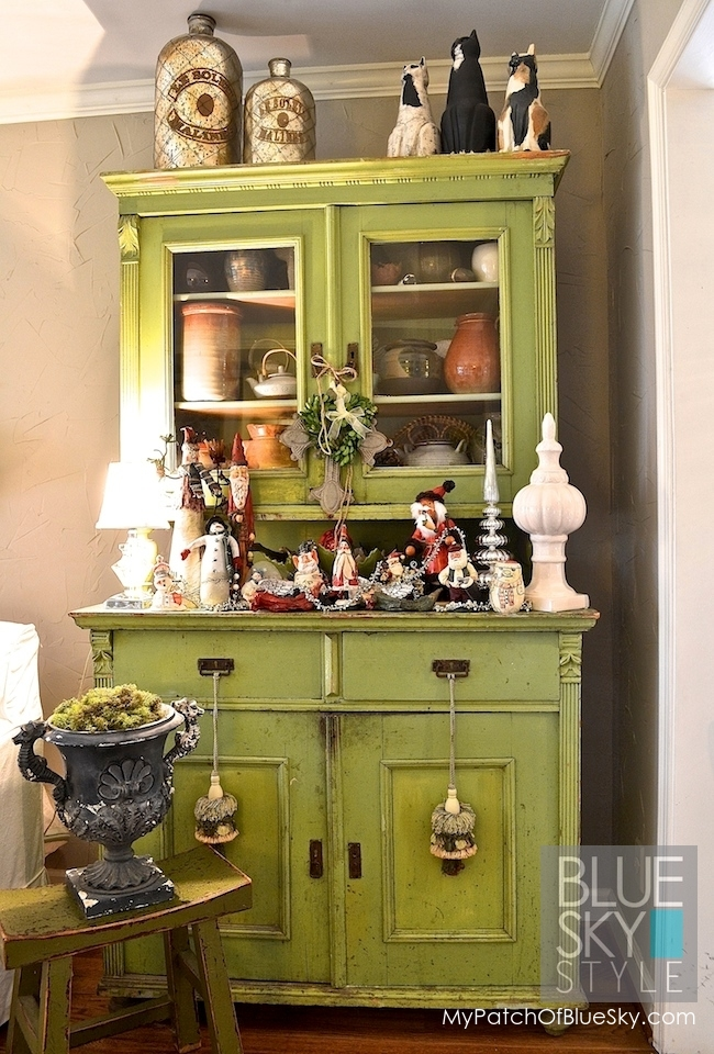 Hungarian green traditional cabinet