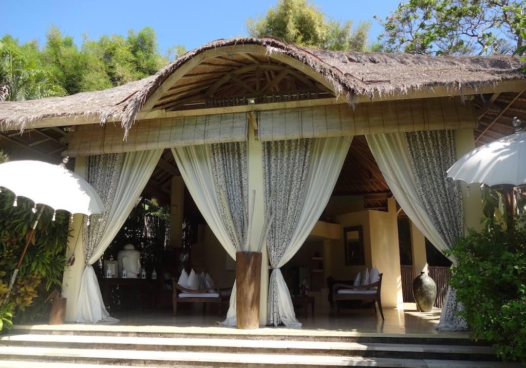 angela-asia-bali-luxury-travel-blog-best-bali-honeymoon-package-villa-mathis-romantic-seminyak-42