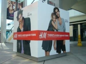 Outdoor Cube Sign H&M