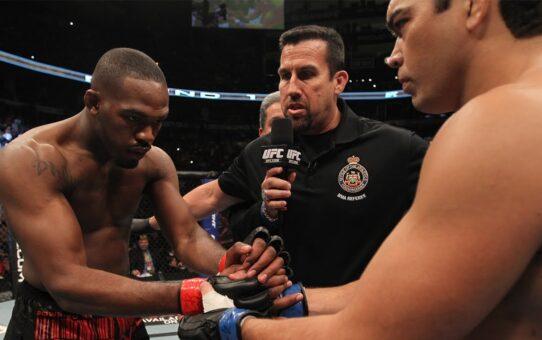 Free Fight: Jon Jones vs Lyoto Machida   UFC 140, 2011