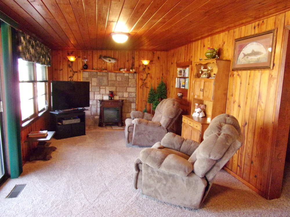 Heights lodge livingroom with 2 recliners