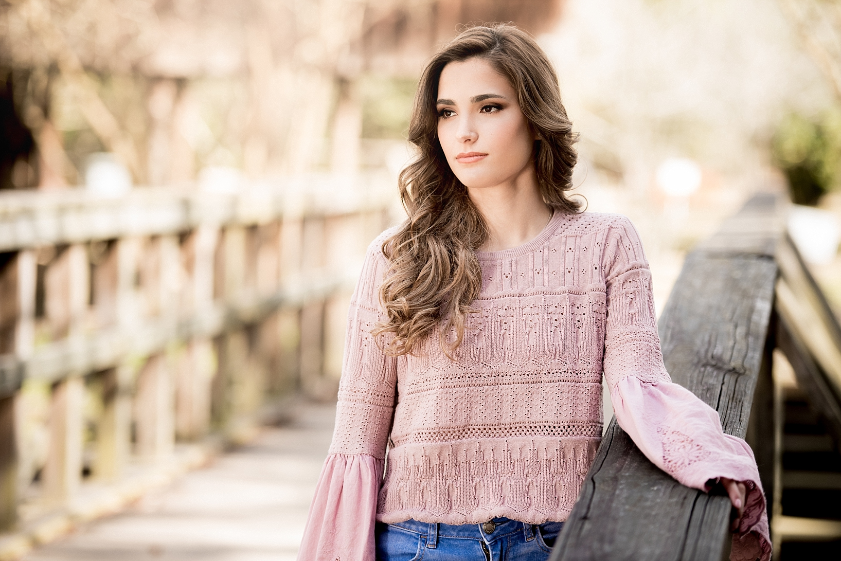 Muted tones lead to a stunning senior session