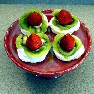 strawberry kiwi pavlova