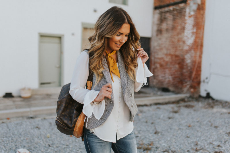 BUTTON UP TOP IN EGGSHELL STYLED TWO WAYS. READ MORE TO SEE HOW TO CREATE TWO CASUAL OUTFTS WITH ONE TOP.