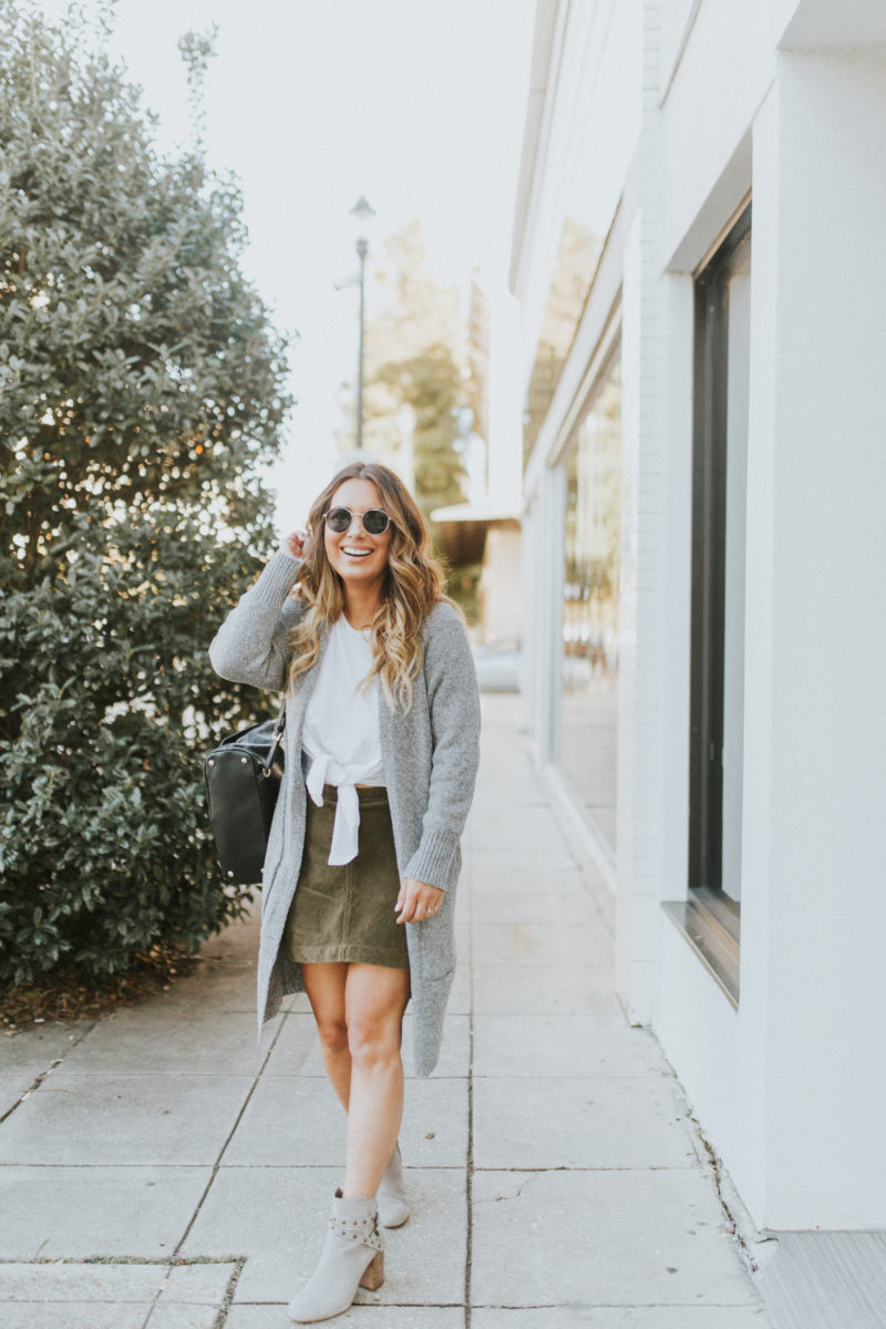 GRAY CARDIGAN WITH POCKETS FOR UNDER $50. MUST-HAVE CARDIGAN PERFECT FOR LAYERING. READ MORE ON THE BLOG.