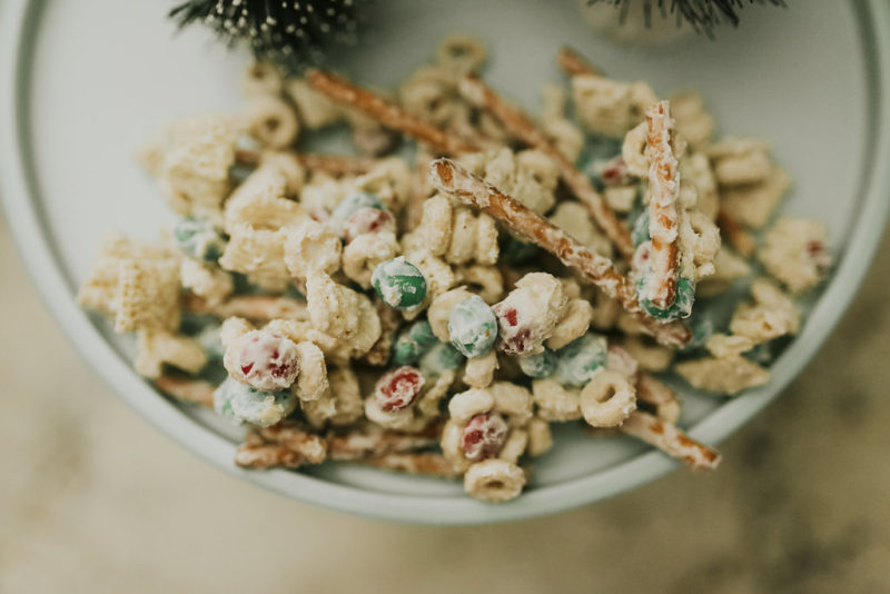 SHARING A LIST OF MEANINGFUL TRADITIONS FOR THE WHOLE FAMILY DURING THE HOLIDAY SEASON. READ MORE TO FIND OUT MORE WAYS TO CELEBRATE CHRISTMAS AS A FAMILY.