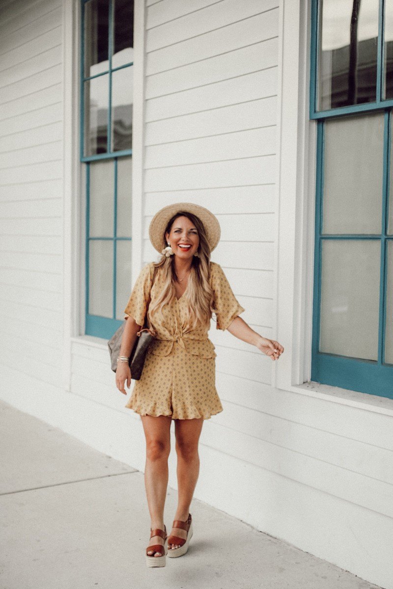 ROMPERS ARE BEST FOR THAT SUMMER HEAT. FOUND ROMPERS THAT ARE COME IN PETITE AND COME IN PLUS TOO. SHARING MY FAVORITE ROMPERS FOR SUMMER ON THE BLOG. READ MORE ON DASHINGDARLIN.COM.