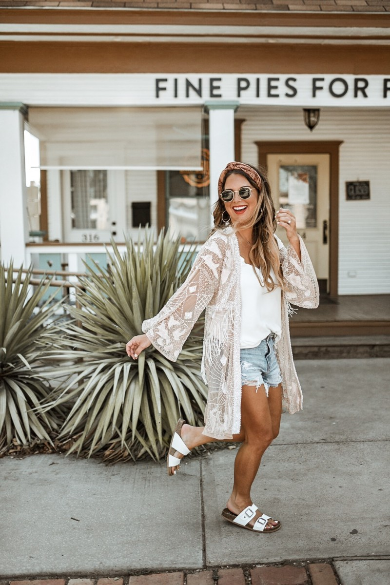 Styling a kimono throughout the summer and into the fall. Long kimonos, short kimonos, embellished kimonos, I love them all. Read more to find out how I wore this kimono while exploring Dallas, Texas.