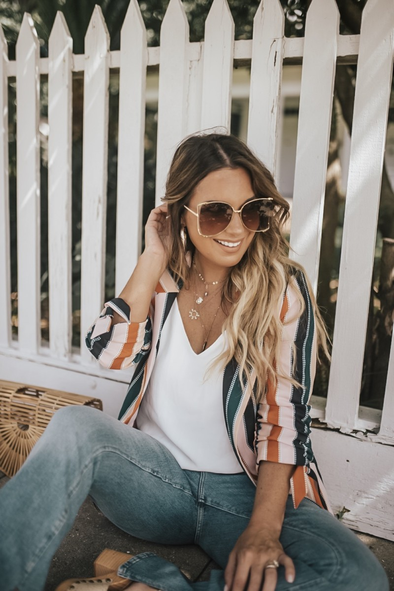 """This outfit scream """"I got this""""!?!!!! Talking about flares, striped blazers, 70's fashion, and how to stay motivated!! How do you stay motivated??"""