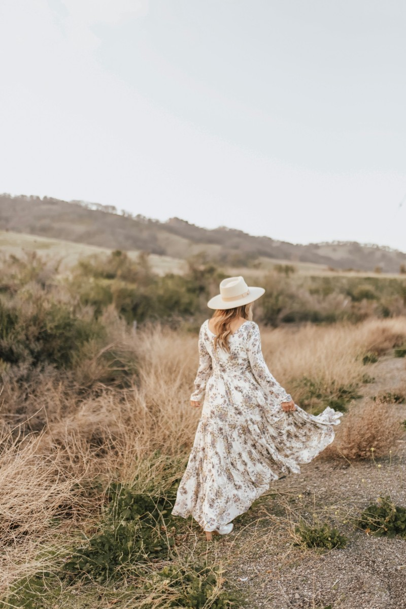 LEARNING TO BE YOURSELF IN THE BLOGGING WORLD WIITH OUT FEELING LESS THAN OR NOT SUCCESSFUL ENOUGH. BEING BOLD AND STANDING OUT IN A SEA OF CREATORS IS THE SUBJECT ON THE BLOG.