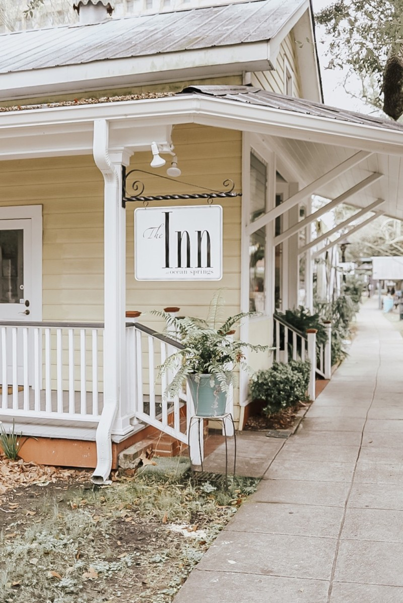 WHERE TO STAY, WHAT TO DO AND WHERE TO EAT WHILE TOURING THE MS GULF COAST. SHARING ALL OF OUR TRAVEL TIPS ON THE BLOG.