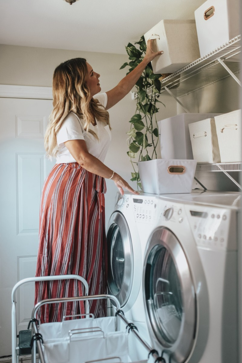 Laundry room makeover with Stage is on the blog. I'm trying to create better habits and a better lifestyle of tidiness. Take a peek at the complete look.