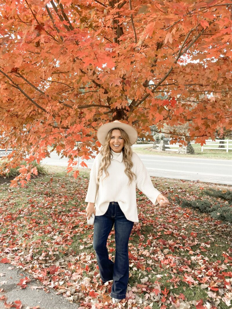 WHERE TO STAY, WHERE TO EAT AND WHAT TO DO - VISITING VERMONT AND OTHER PARTS OF NEW ENGLAND DURING THE FALL IS JUST MAGICAL. SHARING MY FAVORITE SPOTS IN STOWE, VERMONT. AND, FALL FOLIAGE IS JUST THE ICING ON THE CAKE. SEE MORE ON THE BLOG.