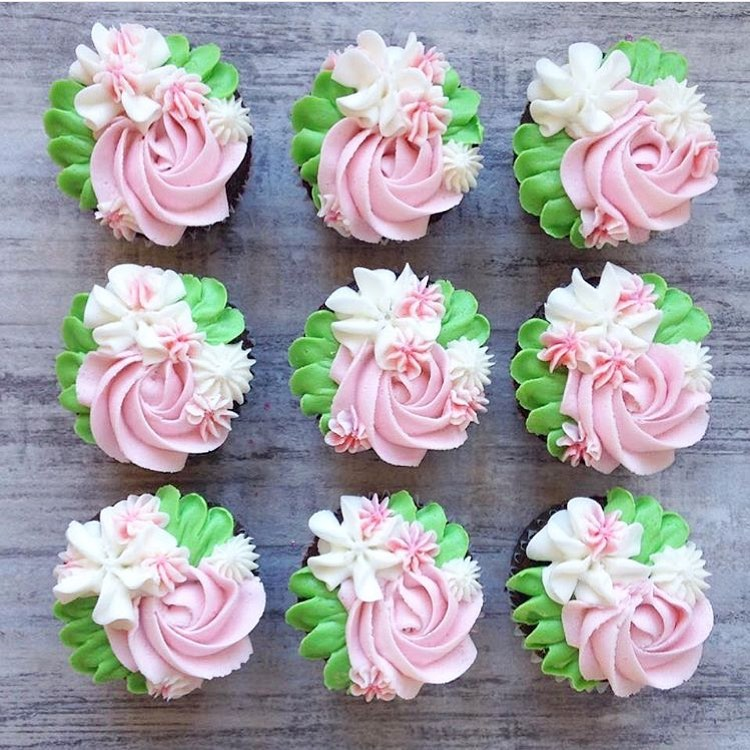 Cupcakes with buttercream flowers piped on top