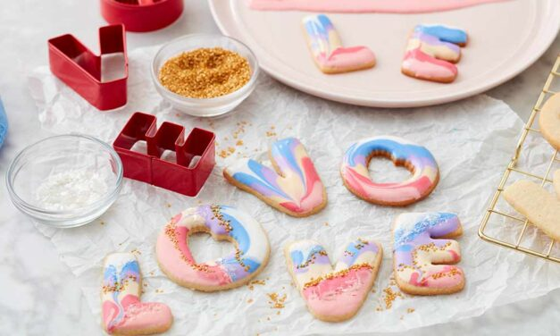 How to Make Royal Icing Valentine's Day Cookies
