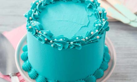 How to Pipe a Buttercream Shell Border