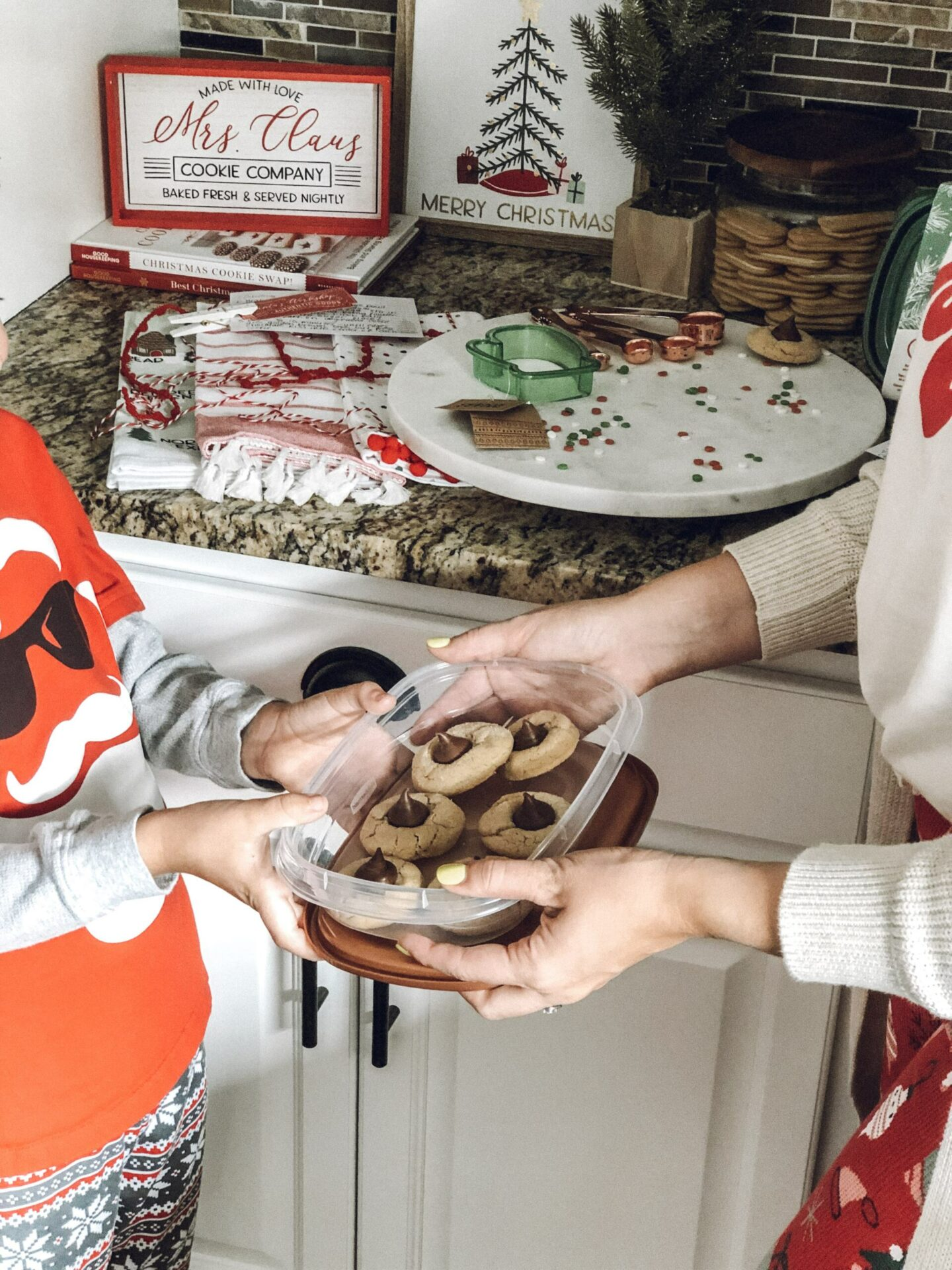 Christmas cookies, Gift Giving│Homemade Baked Goods and Cookie Baking Kits