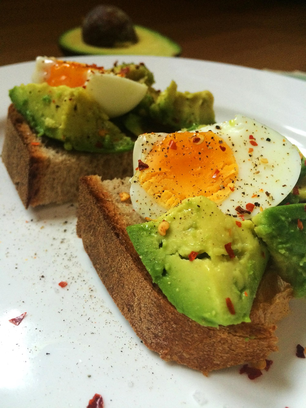avocado-egg-toast