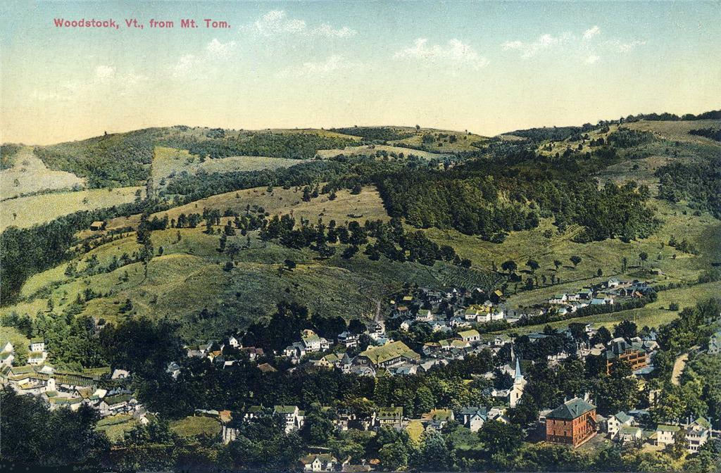 Woodstock,_Vermont_from_Mount_Tom