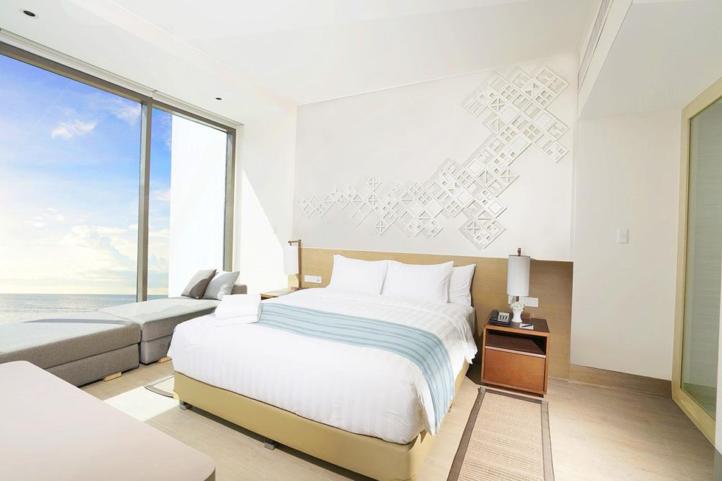Crimson resort and Spa Boracay hotel room