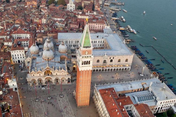 🏆 Absolute Venice