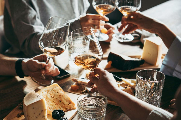 🏆  3 Wines and Food Tasting with an Expert
