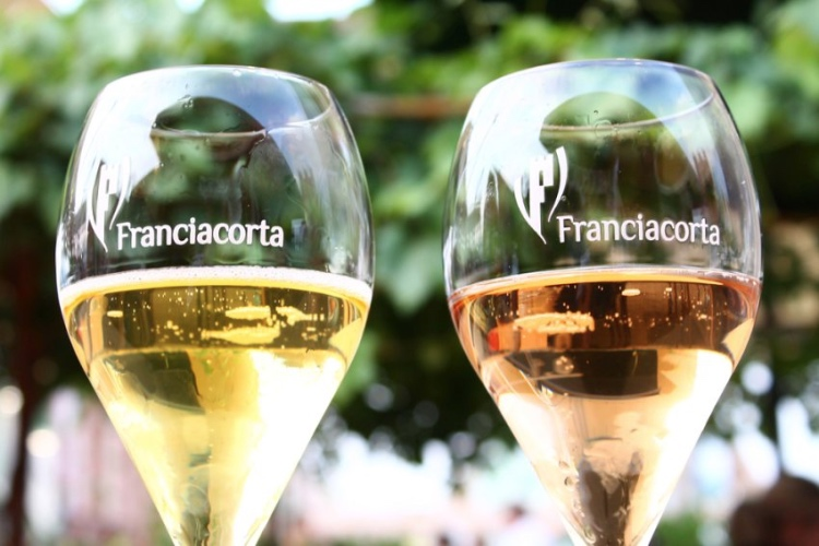 Franciacorta Wine Tasting and Shopping Tour