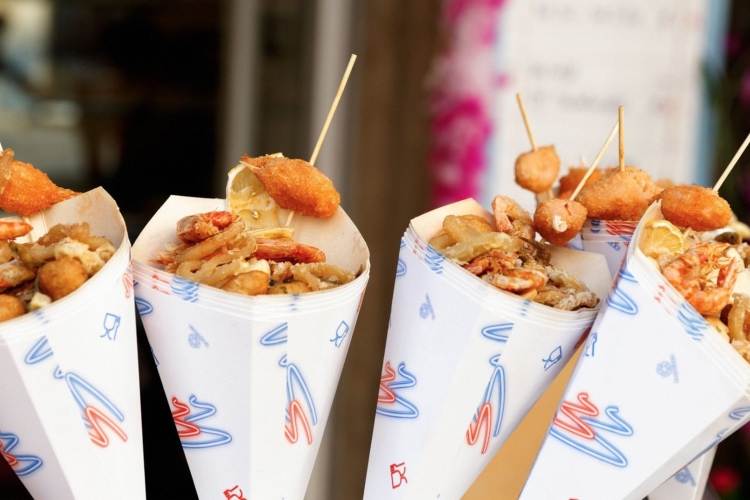 Naples Walking Tour & Street Food