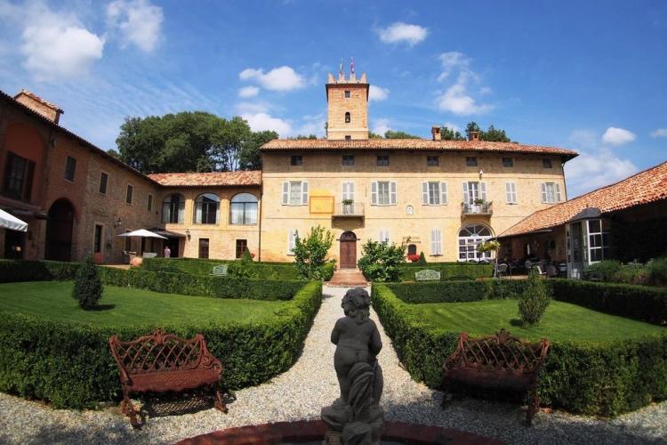 Castello di Razzano (Monferrato region)