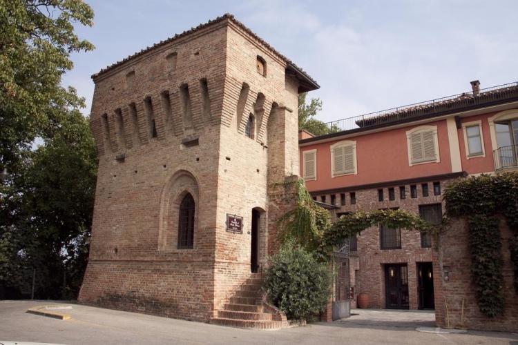 Castello di Santa Vittoria (Langhe region)