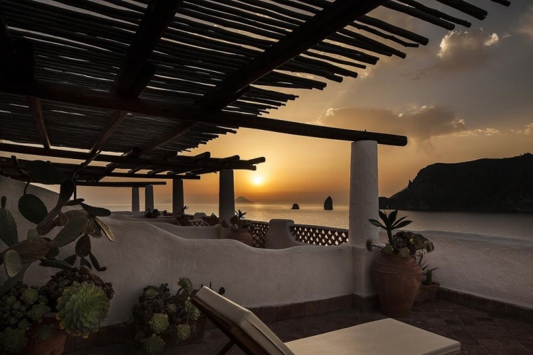 Therasia Resort - Vulcano (Aeolian Islands) 🔝