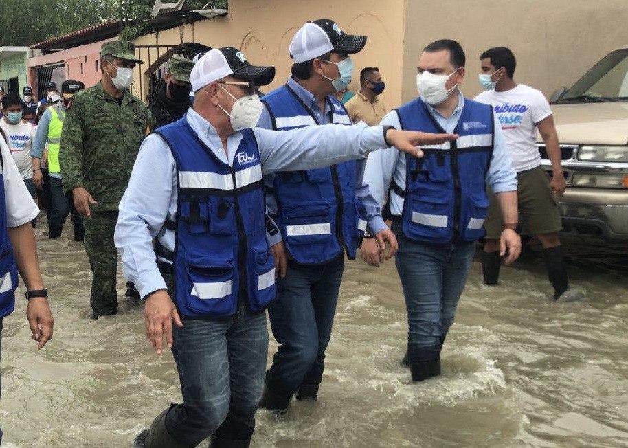 Recorrió el Gobernador las colonias 20 de Noviembre así como la Col. Unidad Obrera donde escuchó a sus habitantes y familias las necesidades que presentan por las afectaciones del huracán.