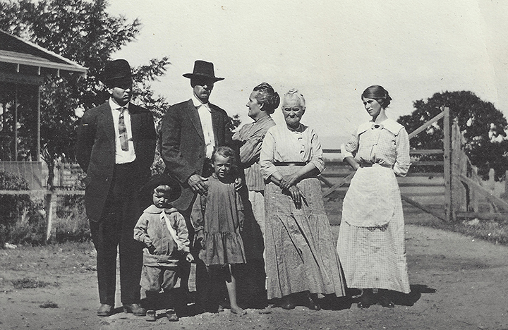 This is the Blackford Family of Central Point in about 1915